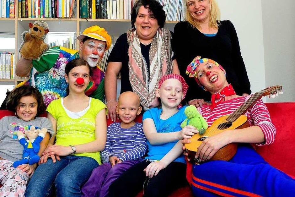 Fototermin: Die Klinikclowns zauberten Kindern und Eltern ein Lächeln ins Gesicht. (Foto: Thomas Kunz)