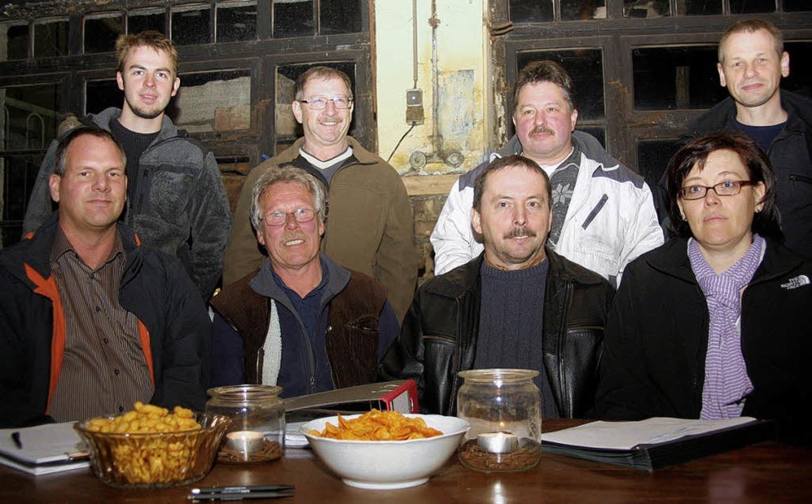 Der Mambacher Schmiede-Vorstand  (von ...d rechts Versammlungsleiter Klaus Ruf   | Foto: heiner fabry
