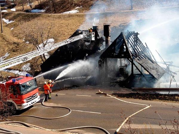 Großbrand auf dem Schauinsland: Die Feuerwehren konnten den alten Bauernhof in Hofsgrund nicht retten.
