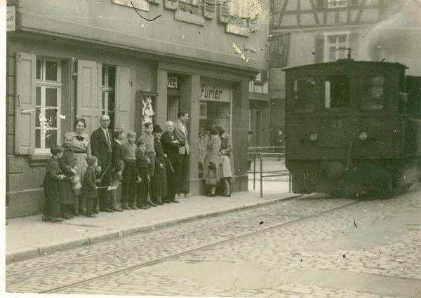Das Bähnli bei seiner letzten Fahrt in der Friedrichstraße am 31. März 1952.
