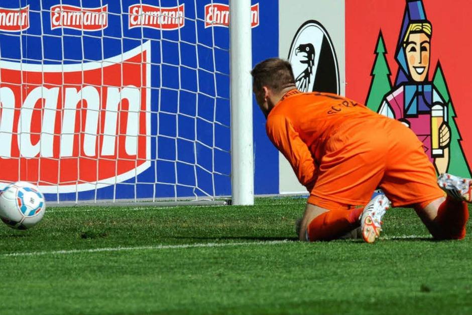 Der FCN spielte zumindest 45 Minuten lang deutlich strukturierter als der SC. Bereits in der 8. Minute nutzte Didavi einen haarsträubenden Fehler von Fallou Diagne zum 0:1. Er hob den Ball aus 20 Metern über Torwart Oliver Baumann hinweg. (Foto: dpa)