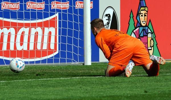 Der FCN spielte zumindest 45 Minuten lang deutlich strukturierter als der SC. Bereits in der 8. Minute nutzte Didavi einen haarsträubenden Fehler von Fallou Diagne zum 0:1. Er hob den Ball aus 20 Metern über Torwart Oliver Baumann hinweg.