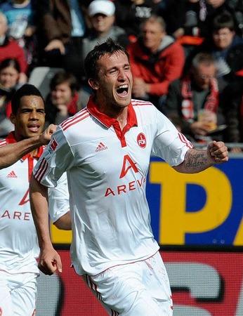 Tomas Pekhart von N�rnberg bejubelt seinen 2:0-Treffer gegen Freiburg.