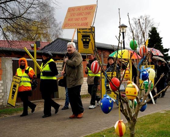 Gegner der sogenannten CCS-Technologie haben am Samstag im brandenburgischen Neutrebbin im Oderbruch gegen die unterirdische Speicherung von CO2 protestiert.