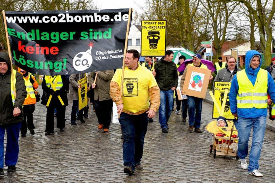 """Der Aufzug stand unter dem Motto: """"Keine CO2-Endlager weder hier noch anderswo"""". (Foto: dapd)"""