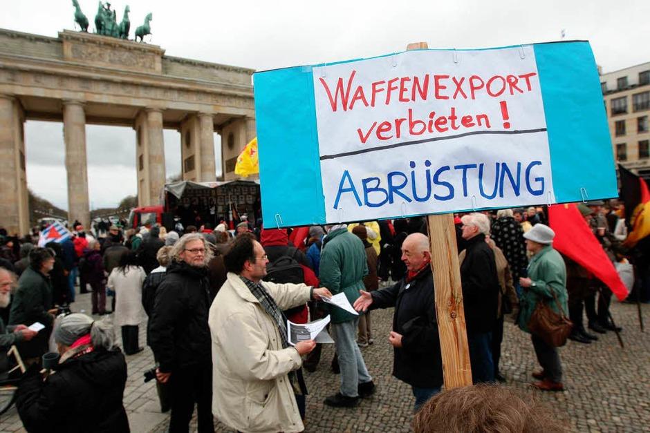 In Berlin kamen nach  Angaben der Veranstalter jeweils rund tausend Menschen zu den  Protesten zusammen. (Foto: dapd)