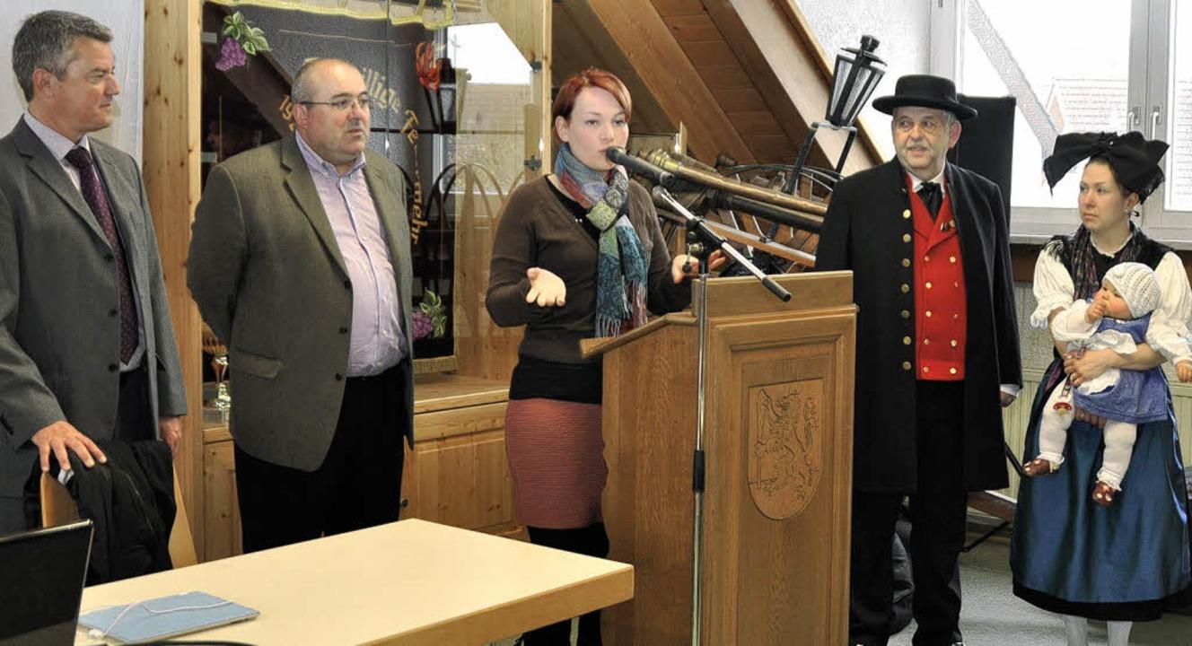 Sie begrüßten die  Wissenschaftler aus...rachtenträger Stefan und Janina Hess.   | Foto: julius Steckmesiter