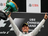 Rosberg holt ersten Formel-1-Sieg in Shanghai