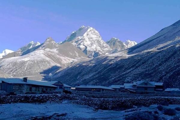 Das erste Ziel  der Bergsteiger: der Lobuche,  6119  Meter hoch