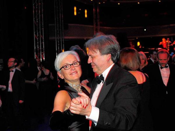 Theater-Chefin Barbara Mundel tanzt mit Ehemann