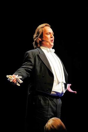"""Opern-Gala: Christian Vogt singt """"Dein ist mein ganzes Herz"""""""