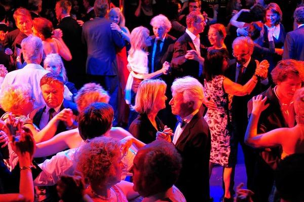 Viel Spaß beim Tanzen, Lauschen und Flanieren hatten die Gäste des Theaterballs.