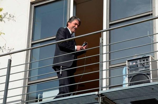 Joachim Saar leitet den Gemeindewahlausschuss – und sorgt persönlich für den richtigen Ton.