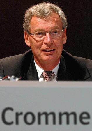 2. Gerhard Cromme, Siemens, 606.500 Euro.  Das selbe Amt hat er bei ThyssenKrupp inne, 251.500 Euro (Platz 15)