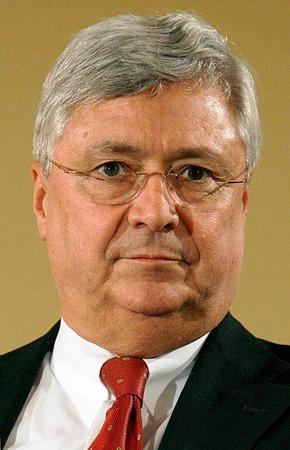 18. Klaus-Peter Müller, Commerzbank, 244.000 Euro