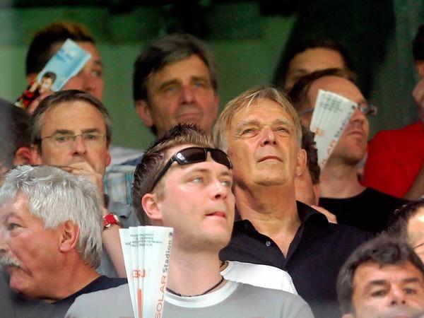 Jahrelang sa� er selbst auf der Freiburger Trainerbank und bis vor kurzem war er noch Sportdirektor beim 1. FC K�ln: Nun verfolgte Volker Finke das Spiel seiner beiden Ex-Teams auf der Trib�ne.