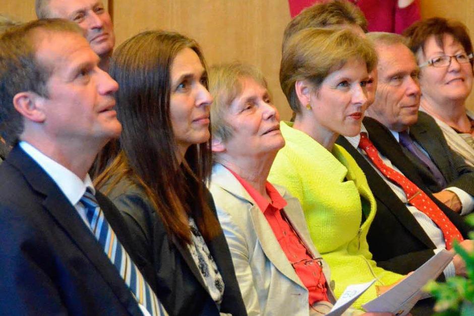 Klaus Eberhardt mit Frau, Jutta Krauel (Lörrach), Landrätin Dammann und Heinz Kasper (von links) (Foto: Jochen Fillisch)
