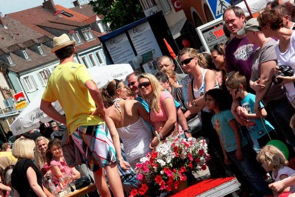"""Unter dem Motto """"Herzklopfen"""" luden die örtlichen Fachgeschäfte, die Autohäuser und die Gastronomen in die Münsterstadt ein."""