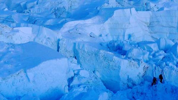 Die Vorbereitungen  für den  Gipfelangriff: Im Khumbu-Eisfall