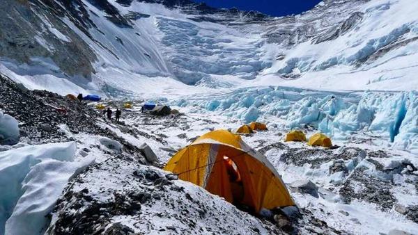 Die Vorbereitungen  f�r den  Gipfelangriff: Das  Lager 2  auf 6400 Meter