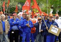 Die Arbeitnehmer zeigen Flagge