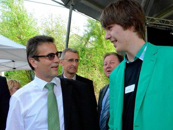 Von Jugendpolitiker zu Landespolitiker: Dominik Apel (rechts) im Gespräch mit Peter Hauk