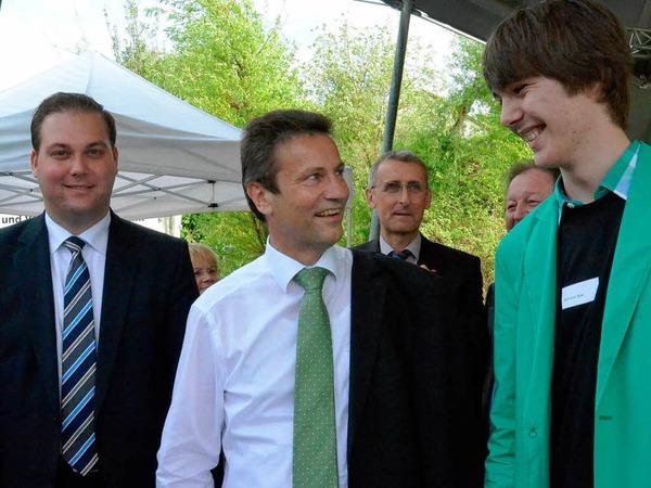 Jupa-vorsitzender Dominik Apel freut sich �ber die Er�ffnungsg�ste des Landes, Peter Hauk (CDU) und Abgeordneten Felix Schreiner
