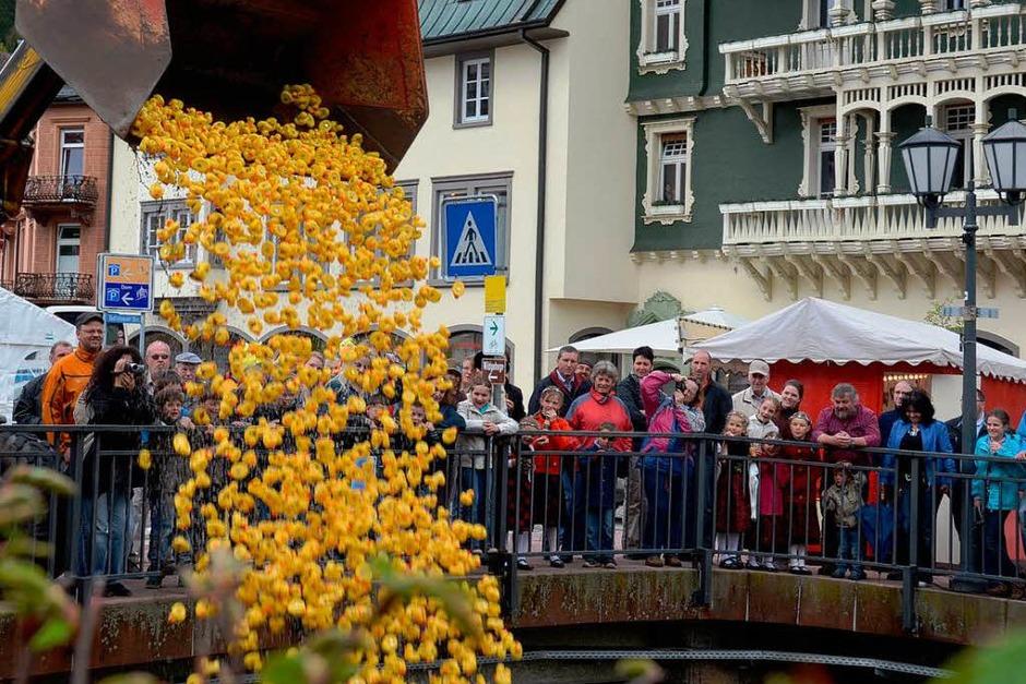 1500 Enten starten beim Entenrennen. (Foto: Sebastian Barthmes)