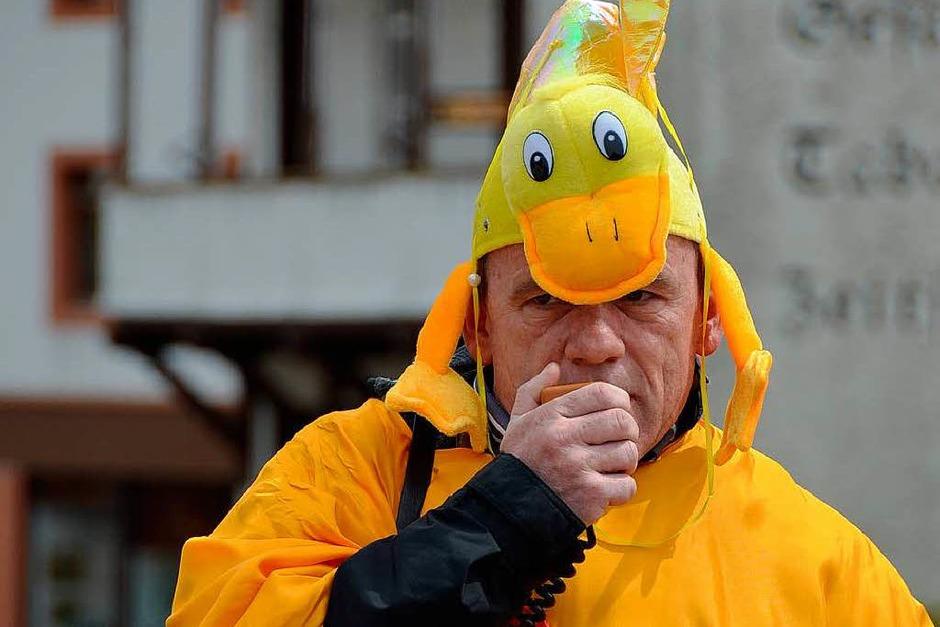 Bernd Rieple moderierte das Entenrennen. (Foto: Sebastian Barthmes)