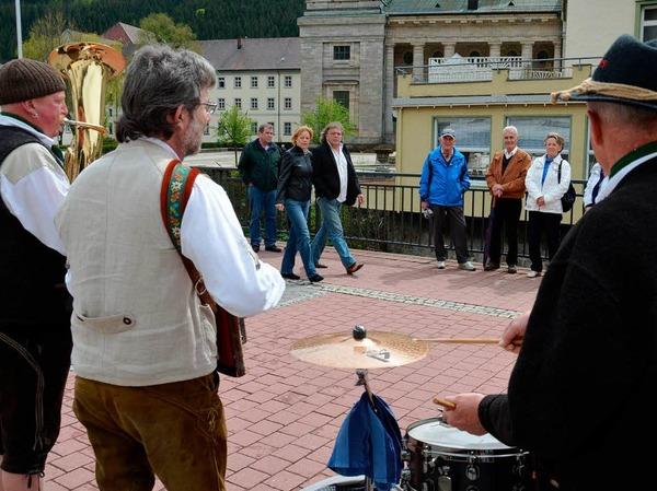 Straßenmusiker und ihre Zuhörer