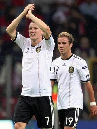 Bastian Schweinsteiger, FC Bayern M�nchen (links), Mario G�tze, Borussia Dortmund