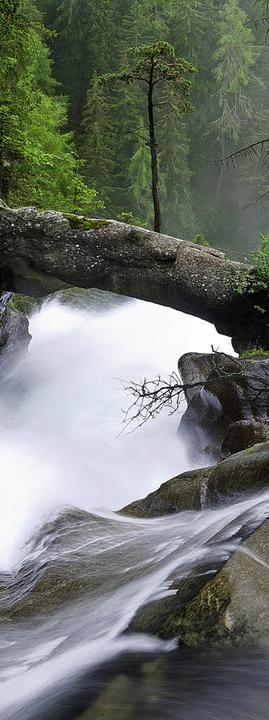 Spielend fließend: der Stuibenfall im Ötztal    Foto: Andrea Schiffner