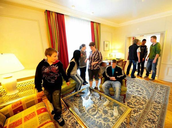 Erst ein Rundgang durchs Hotel, dann die Arbeit am Esstisch: Knigge-Kurs im Hotel Colombi.