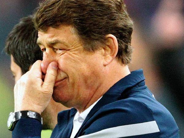 """Otto Rehhagel (Trainer Hertha): """"Die Begleitumst�nde waren  eine Katastrophe. Das habe ich noch nie erlebt und h�tte es auch  gerade in D�sseldorf nie f�r m�glich gehalten. Es h�lt immer mehr  Einzug, dass sich die Zuschauer herausnehmen, in das Spiel  einzugreifen."""""""