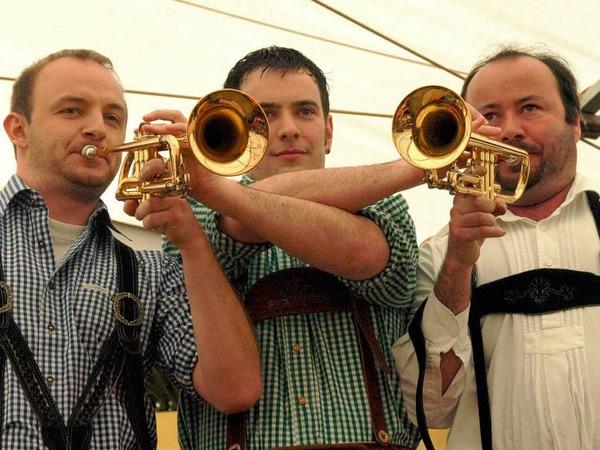 Drei Trompeter mit zwei Instrumenten - auch das bedeutet bei der Trachtenkapelle Dachsberg Virtuosität und Gaudi pur.