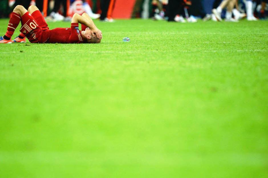 Die Bayern-Profis waren nach dem verlorenen Elfmeterschießen völlig niedergeschlagen. (Foto: dapd)