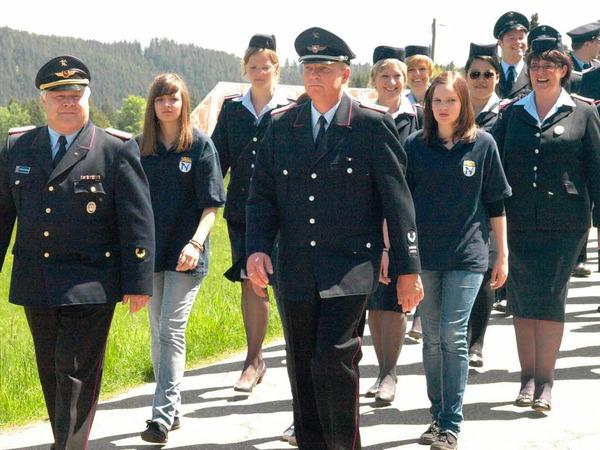 Die Feuerwehrfreunde aus Northen führten den Umzug an.