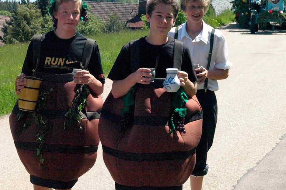 Die Landjugend Hierholz hatte sich etwas Besonderes ausgedacht - sie verteilte Most und Äpfel. (Foto: Karin Stöckl-Steinebrunner)