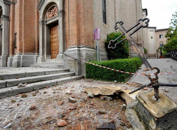 Das Erdbeben hat gro�e Sch�den angerichtet.