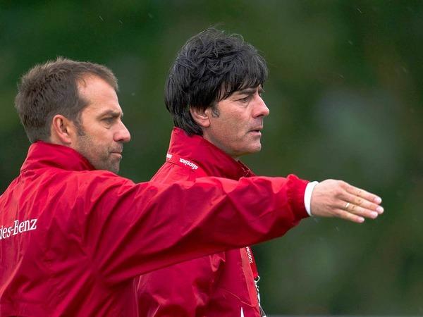 Unter den Argus-Augen von Trainer Joachim L�w wird auf Hochtouren trainiert.