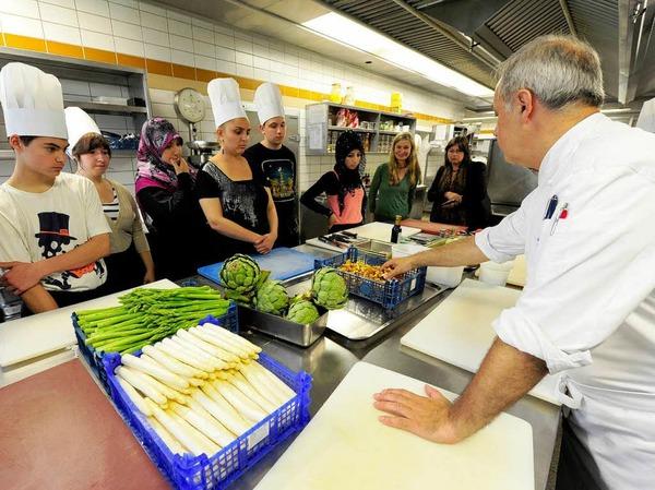 Erst die Vorbereitungen, dann das Kochen in der Colombi-Küche: Kochtagespraktikum im Colombi-Hotel