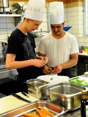Erst die Vorbereitungen, dann das Kochen in der Colombi-K�che: Kochtagespraktikum im Colombi-Hotel