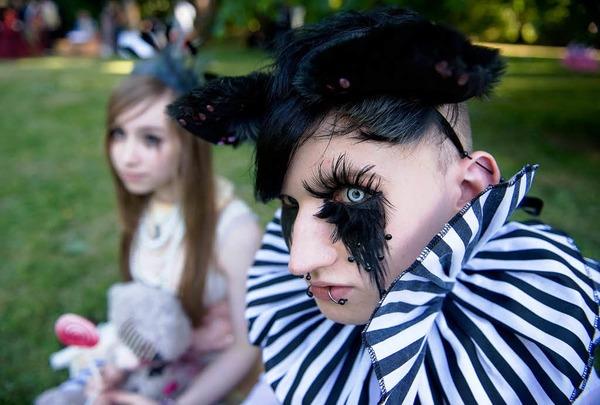 Blickfang: Die aufwendig kostümierten und geschminkten Teilnehmer des Leipziger Wave Gothic Festivals.