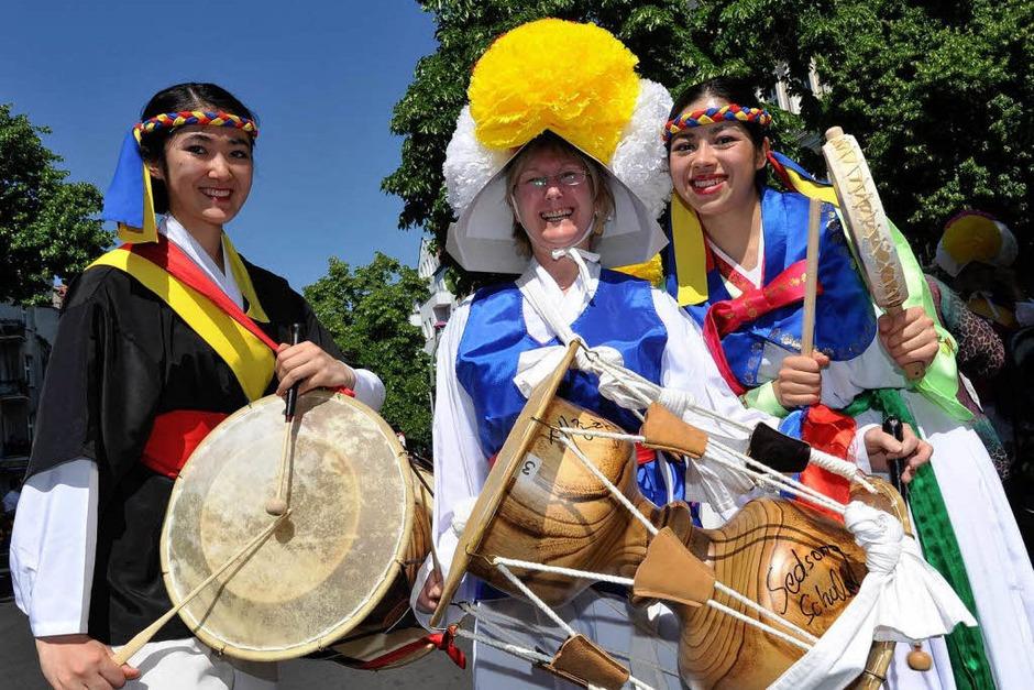 Bunt, quirlig und voller Rhythmus: Der Karneval der Kulturen in Berlin. (Foto: dapd)