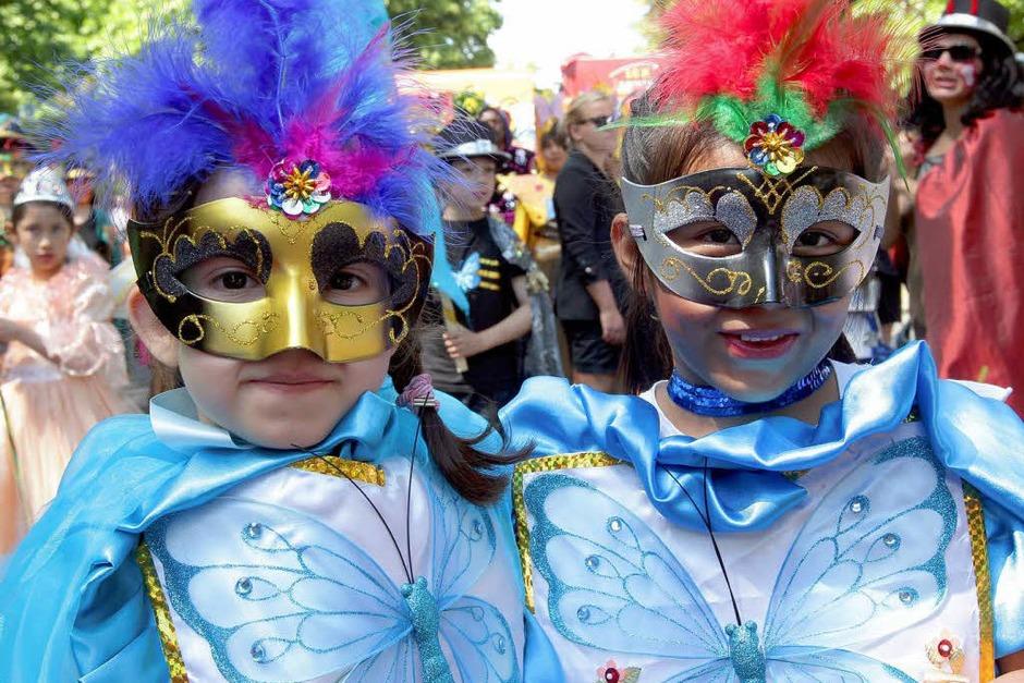 Bunt, quirlig und voller Rhythmus: Der Karneval der Kulturen in Berlin. (Foto: dpa)
