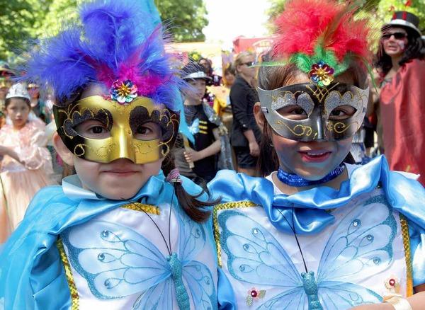Bunt, quirlig und voller Rhythmus: Der Karneval der Kulturen in Berlin.
