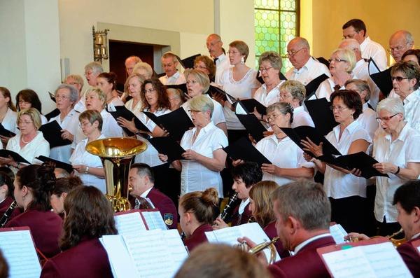 Ein vielf�ltiges Programm war beim Chlimsefest in Istein geboten, das   Pfingstmontagnacht endet.
