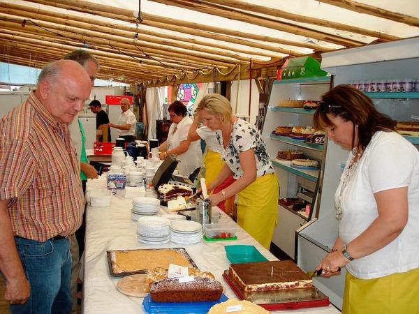 In der Kaffeestube boten die Landfrauen von Dillendorf und Brunnadern selbstgebackene Kuchen an und mussten sich über die Nachfrage keine Sorgen machen.
