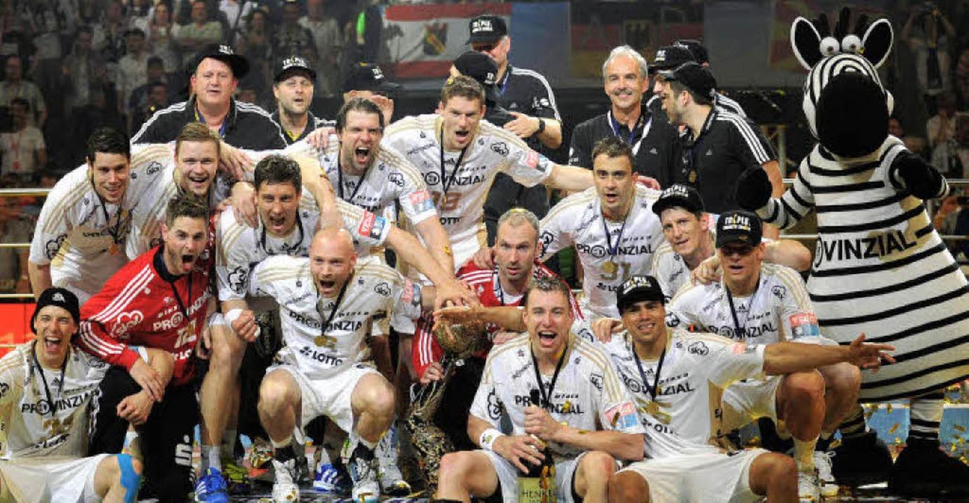 Die Kieler Mannschaft um Torhüter Thie...ieg in der Handball-Champions-League.   | Foto: dpa