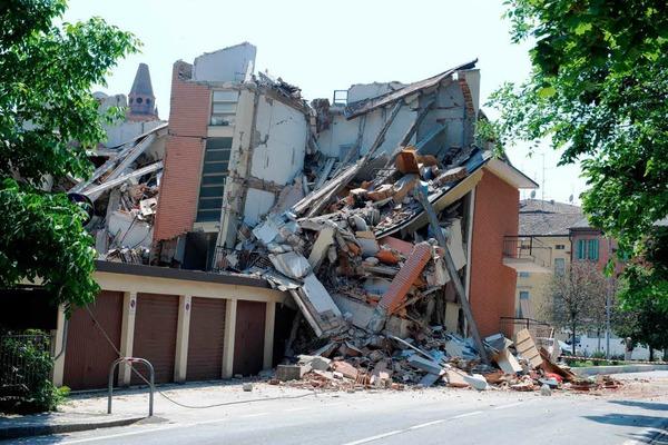 Ein zerst�rtes Haus in der schwer getroffenen Kleinstadt Cavezzo